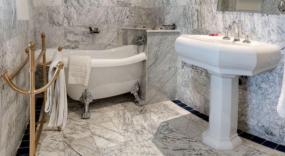 שיש לאמבטיה